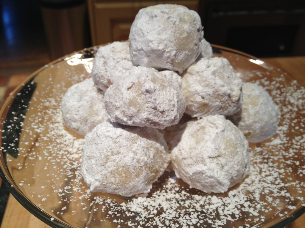 Russian Tea Cake Cookies | The Brown Lounge